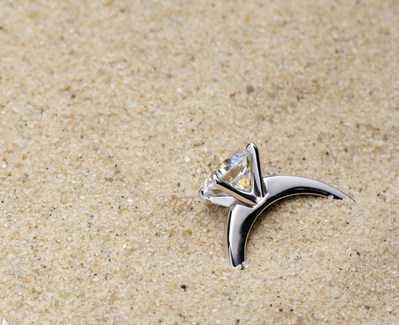 Experts warn the beach is the #1 spot travelers lose their jewelry. Source: Jewelers Mutual Insurance Group