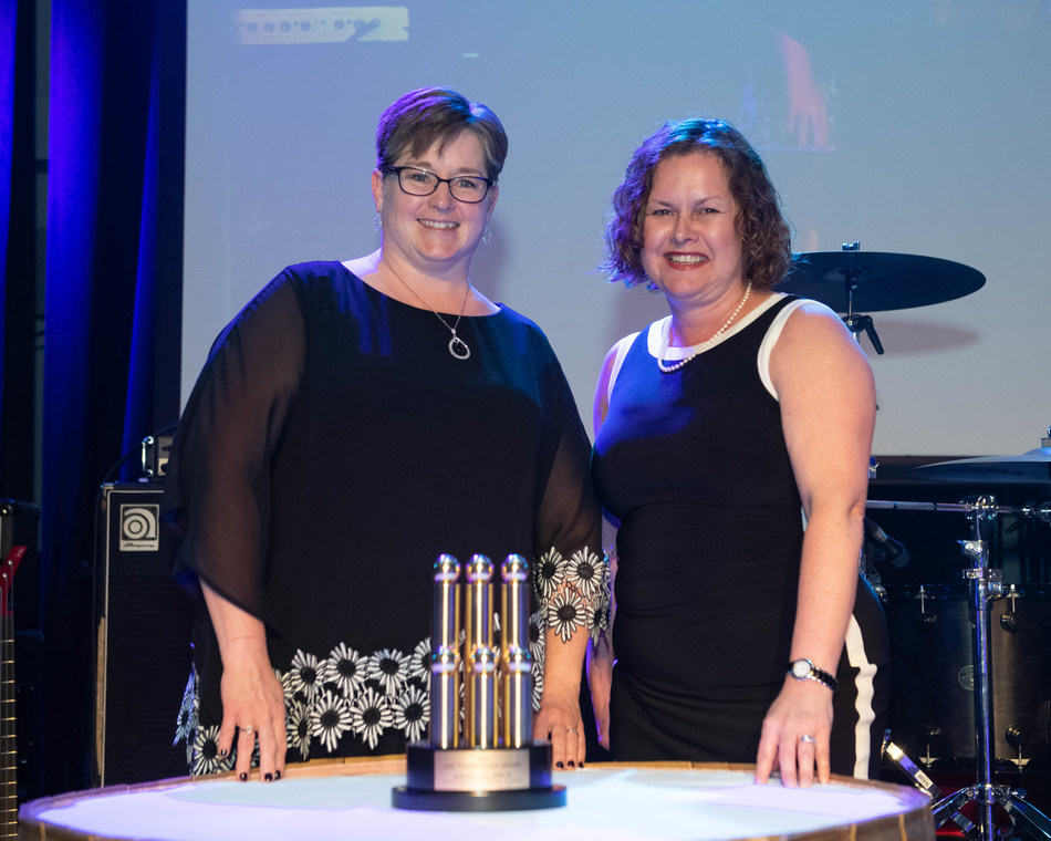 Jody Johnson (l.) with 2018 - 2019 AMCTO President Angela Morgan (r.) (CNW Group/Association of Municipal Managers, Clerks and Treasurers of Ontario (AMCTO))