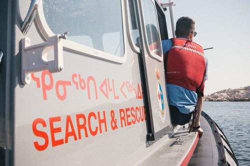 L'équipage de la station des embarcations de sauvetage côtier à Rankin Inlet est maintenant prêt pour la saison de 2019. (Groupe CNW/Pêches et Océans Canada - Région du Centre et Arctique)