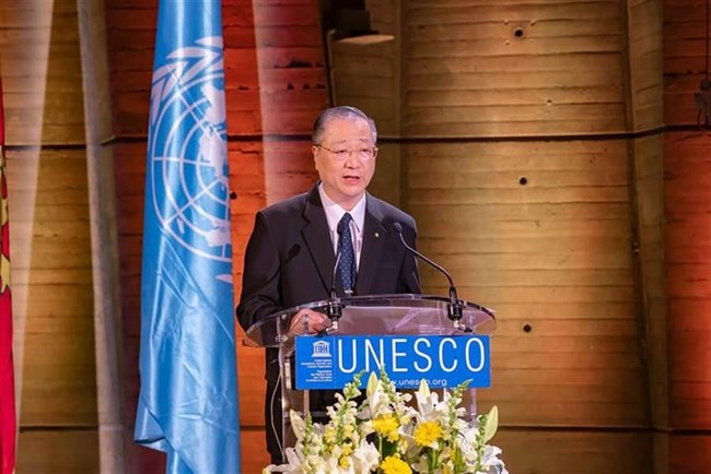 Master Jun Hong Lu invited to give keynote speech at UNESCO in Paris, France.