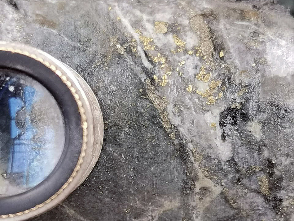 Image 1 – Visible Gold in BUUY434 in the Centena Vein; 97-97.5 metres @ 582 g/t Gold and 159 g/t Silver (CNW Group/Continental Gold Inc.)