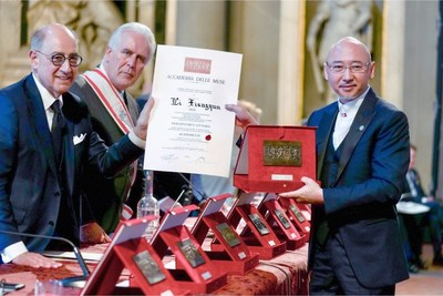 Chinese sculptor Li Xiangqun won the 54th Florence International Muse Award