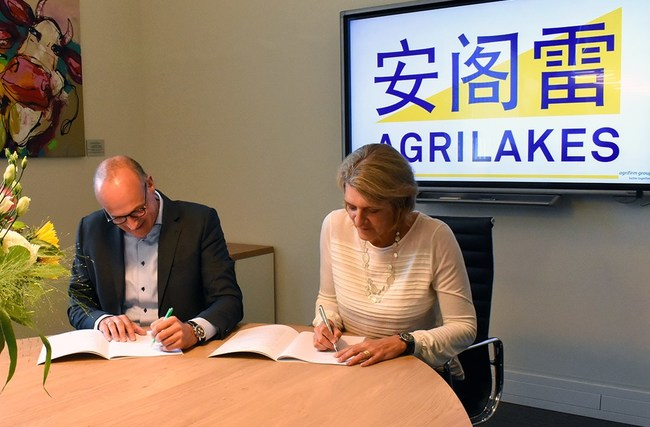 U.S.-based Land O'Lakes, Inc. and The Netherlands-based Royal Agrifirm Group today announced that they will be setting up a dairy animal feed joint venture in China. Pictured are Dick Hordijk, Chief Executive Officer of Agrifirm and Beth Ford, President and Chief Executive Officer of Land O'Lakes.