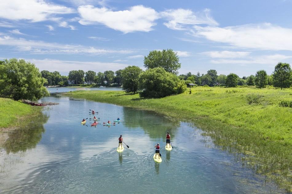 Une nouvelle entente entre la Sépaq et Navette Nature fait passer à six le nombre de parcs nationaux accessibles en navette à partir du centre-ville de Montréal, soit deux fois plus qu'en 2018. Une excellente nouvelle pour tous ceux qui n'ont pas de véhicule ou qui ne souhaitent pas l'utiliser pour répondre à l'appel de la nature. (Groupe CNW/Société des établissements de plein air du Québec)