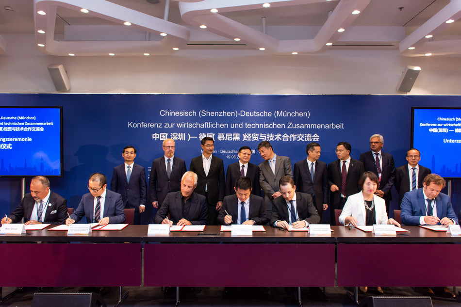 """During the celebratory signing ceremony on 19 June 2019 in Munich, the economic-technological partnership between the metropolis of Shenzhen and the - for the large part Munich-based - companies was underpinned for the future. Cengiz Ehliz (on the far left) was delighted to sign on behalf of """"wee"""". Photo: Reiner Pohl (PRNewsfoto/weeCONOMY AG)"""