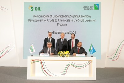 Aramco and S-Oil Signing an MoU