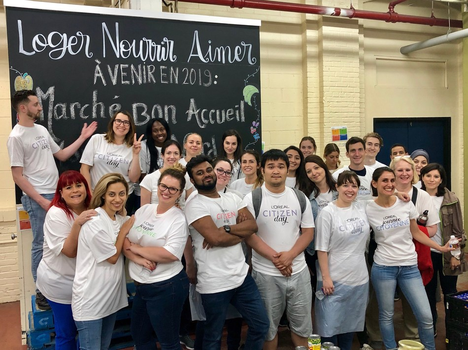 L'Oréal Canada employees participate in Citizen Day 2019. (CNW Group/L'Oréal Canada Inc.)