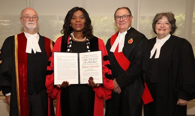 Professor Thulisile Madonsela (second from left) received an honorary LLD from the Law Society of Ontario at the June 25 afternoon Call to the Bar ceremony in Toronto. She was honoured for her work in her role as Public Protector for South Africa. Shown here congratulating her are (l-r): LSO Treasurer Malcolm Mercer; The Hon. Geoffrey B. Morawetz; and Emeritus Treasurer Janet Minor. Professor Madonsela is currently the Chair in Social Justice in the Law Faculty of Stellenbosch University. (CNW Group/The Law Society of Ontario)