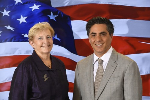 Diana Gowen, General Manager and Senior Vice President, MetTel Federal and CEO Marshall Aronow announce MetTel's contract award with U.S. Marine Corps Recruiting Command Centers for Broadband Internet Service