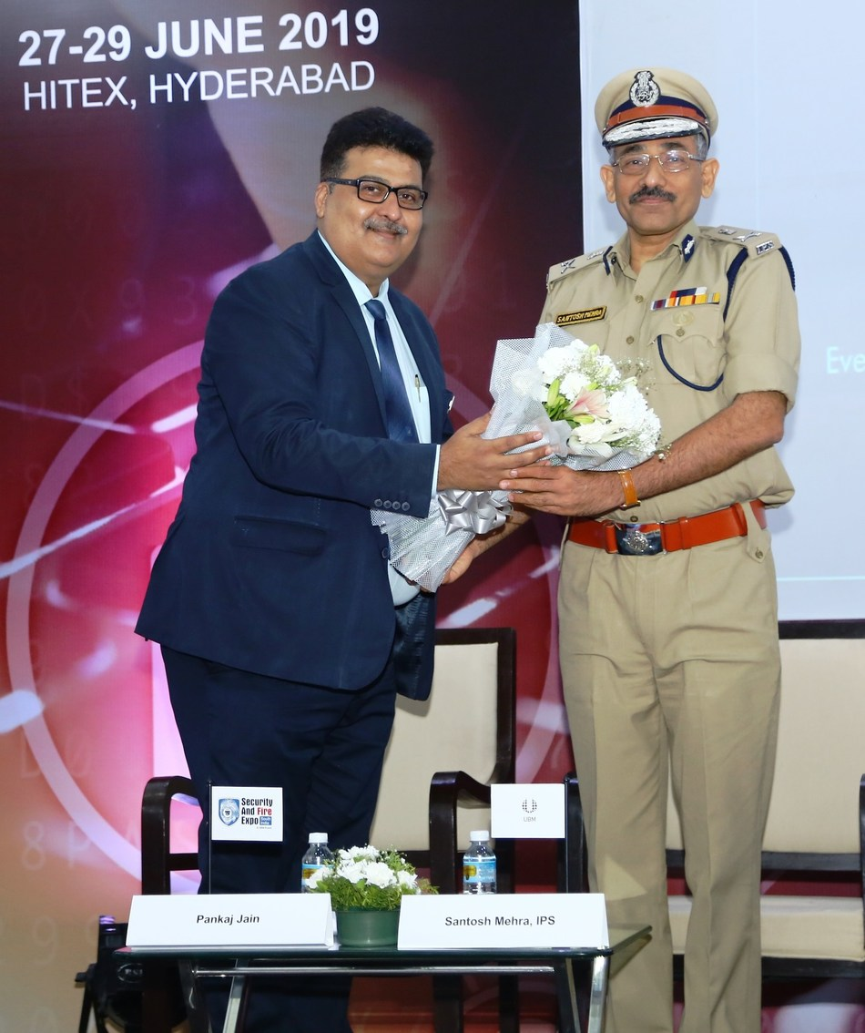 (L to R) Mr. Pankaj Jain, Group Director, UBM India Pvt. Ltd. Welcoming Shri Santosh Mehra, IPS, Addl. DGP & Director, Telangana State Police Academy to the SAFE South India 2019 (PRNewsfoto/UBM India Pvt. Ltd.)