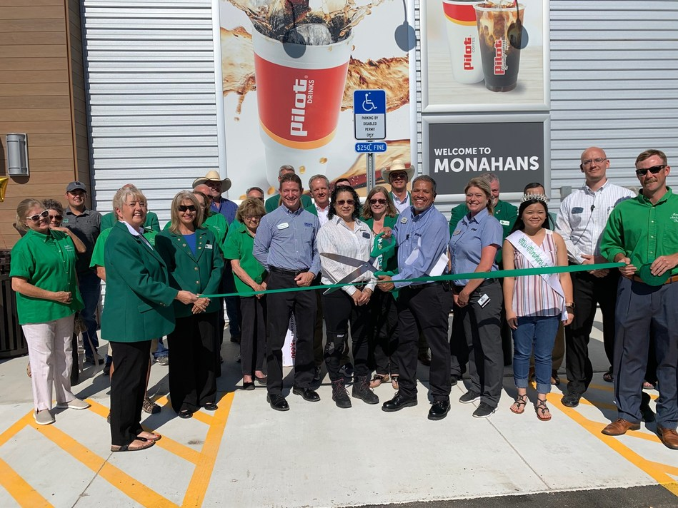On June 25, Pilot Flying J celebrated the official grand opening of a new Pilot Travel Center in Monohans, TX with a ribbon cutting and donated $5,000 to benefit technology programs for the Monohans Independent School District.