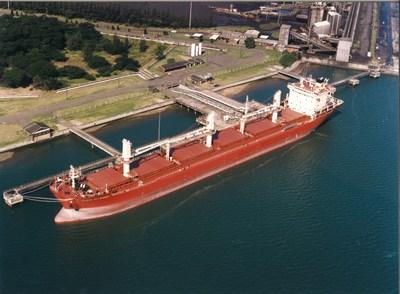 Federal St Laurent 1996 (CNW Group/Fednav Limited)