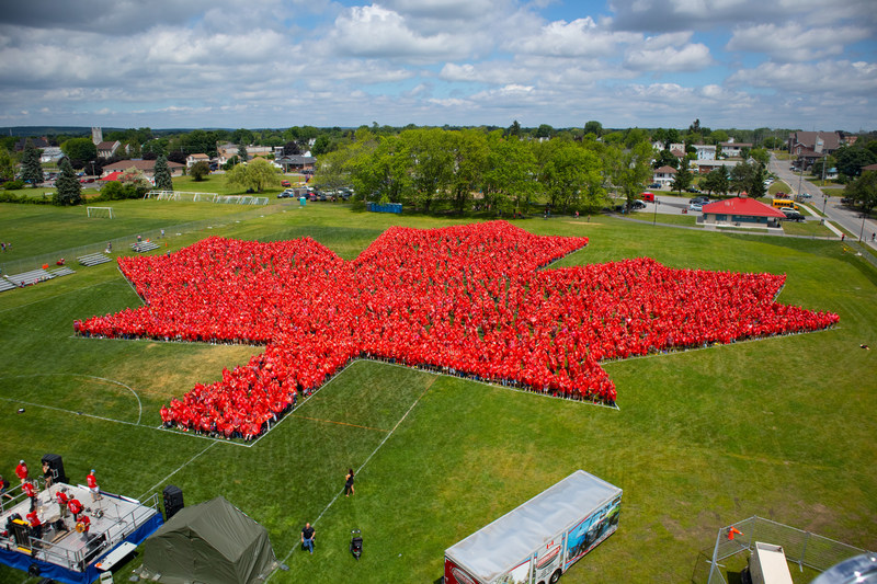 Official photo of the world's largest human maple leaf (photo credit: One Ram Media) (CNW Group/JT & Company, Inc)