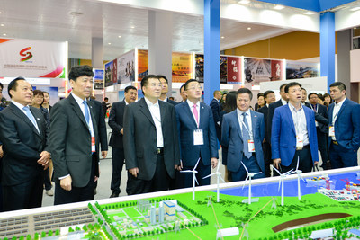 Zhang Xiaolun, Chairman of SINOMACH, visited the CMEC booth