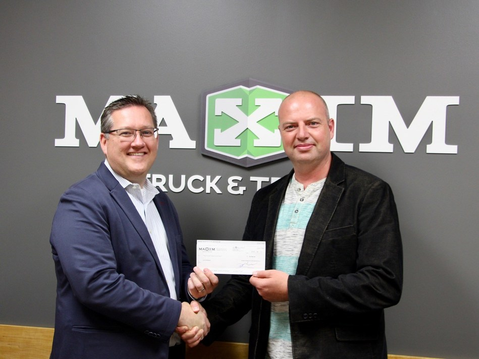 Troy Hamilton (left) President of Maxim Truck & Trailer presents Charles Roberts, Executive Director of Live Different with a cheque representing 3-years and $150,000 of support for Live Different's work in Indigenous communities across Canada. (CNW Group/Maxim Truck & Trailer)