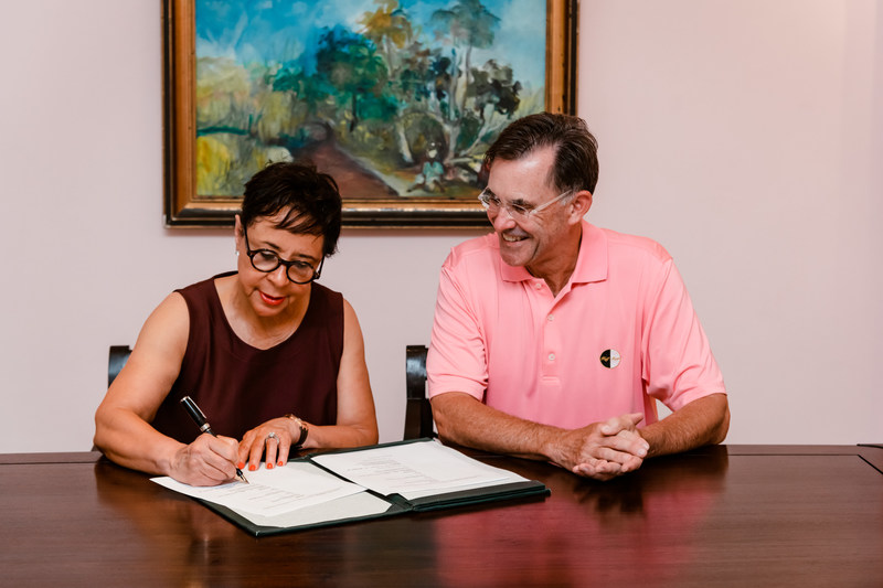 Sheila Johnson, Salamander's founder and CEO signing the official agreement with Half Moon Chairman, Guy Steuart III.