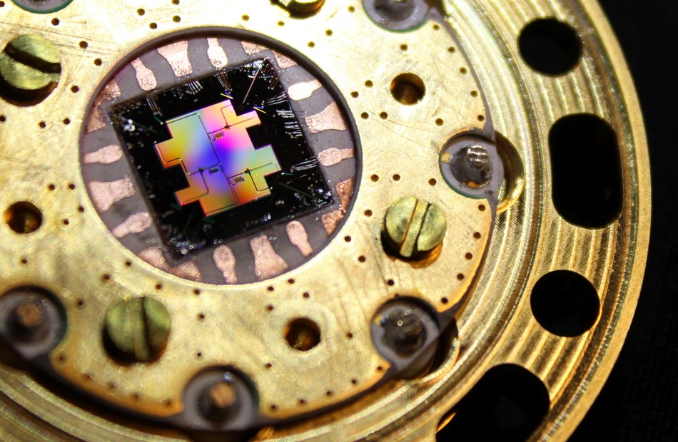 Quantum chip mounted on a sample holder (PRNewsfoto/IQM)