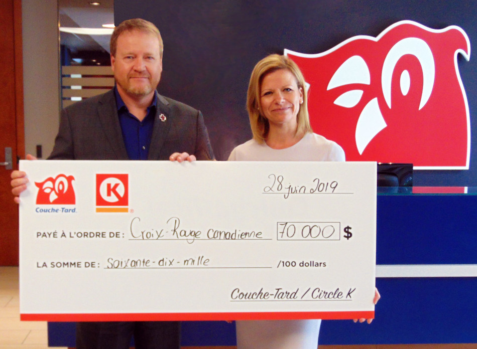 On this picture : Mr. Pascal Mathieu, Vice-president, Quebec, Canadian Red Cross and Sophie Provencher, VP of Operations, Québec West at Couche-Tard. (CNW Group/Alimentation Couche-Tard Inc.)