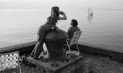 La mer à boire, Rimouski, 1981. BAnQ Rimouski, fonds Michel Dompierre. Photographe : Michel Dompierre. (Groupe CNW/Bibliothèque et Archives nationales du Québec)