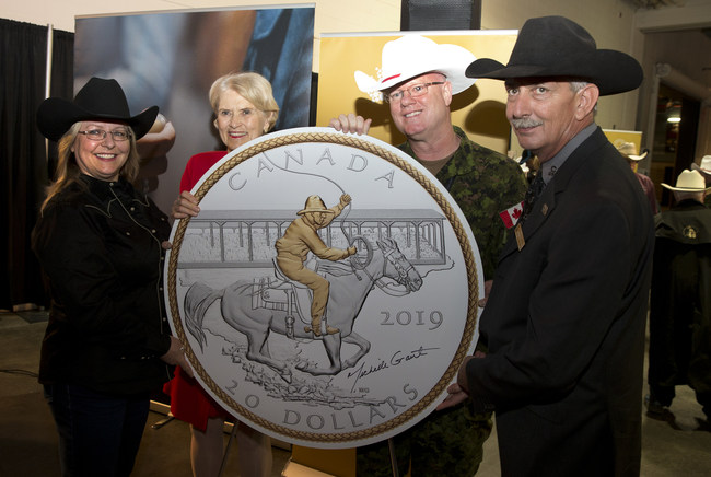 From left:  Artist Michelle Grant, Royal Canadian Mint Board of Directors Chair Phyllis Clark, Brigadier General Stephen Lacroix and Calgary Stampede CEO Warren Connell, unveil a silver collector coin marking the 100th anniversary of the Victory Stampede in Calgary on July 4, 2019. (CNW Group/Royal Canadian Mint)
