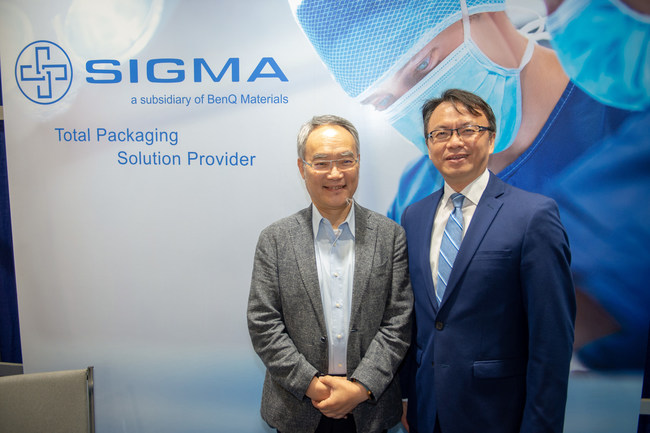 Dr. ZC Chen, Chairman and CEO of BenQ Materials Corp., along with David Chien, Director General, Taipei Economic and Cultural Office in Miami, greet visitors at booth where product demonstrations for the SIMO (NPWT) System debut to provide healing for wound care patients outside of traditional medical facilities moving patients from hospital to home faster.