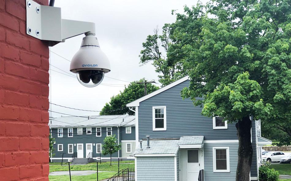 AI-powered security solution helps public housing development reduce crime. (CNW Group/Avigilon Corporation)