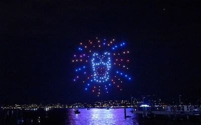 The iconic Zurich Festival lion appears in the Zurich night sky