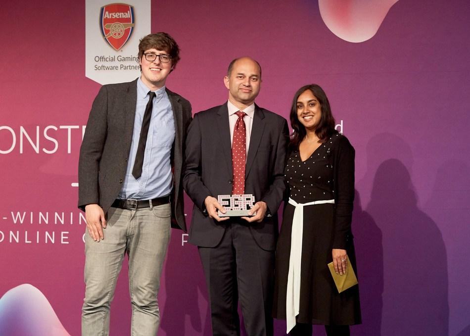 Sudhir Kamath, CEO 9stacks receiving the EGR award