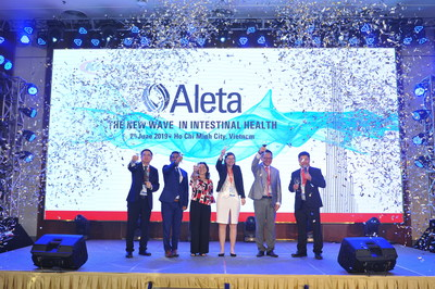 Sales Director Liong Kah Heng; Marketing Director K.V. Chandrasekar; Regional Technical Service Manager Tinh Nguyen; Product Manager Dr. Valentine Van Hamme; Head of Intestinal Health Dr. Koh Thong Jin; and General Manager Hoai Phong Nguyen, all of Kemin, give a toast to the attendees.