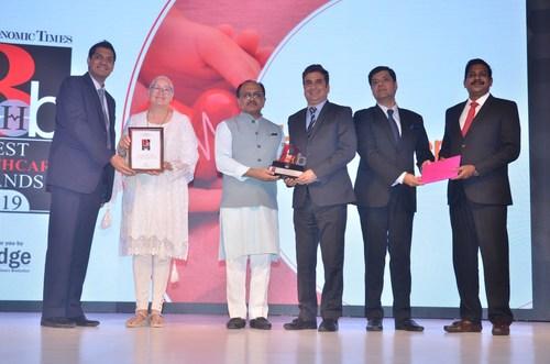 Smith & Nephew Team Receiving The Award