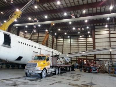 Aerocycle devient la première entreprise de démantèlement d'aéronefs en fin de vie au Canada à obtenir les homologations de l'AFRA et de l'ASA. L'entreprise applique les meilleures pratiques de l'industrie dans le cadre de ses opérations à l'aéroport international de Mirabel. (Groupe CNW/Aerocycle Inc.)