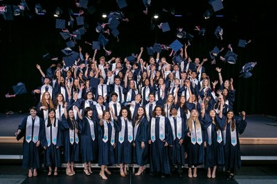 Alumnos del British International School of Houston, uno de los 61 colegios de Nord Anglia Education en todo el mundo, celebran en su reciente ceremonia de graduación. (PRNewsfoto/Nord Anglia Education)