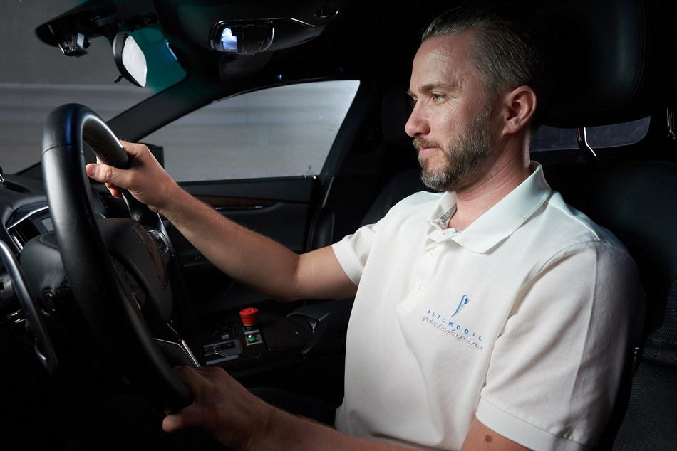 Battista simulator Nick Heidfeld (PRNewsfoto/Automobili Pininfarina)