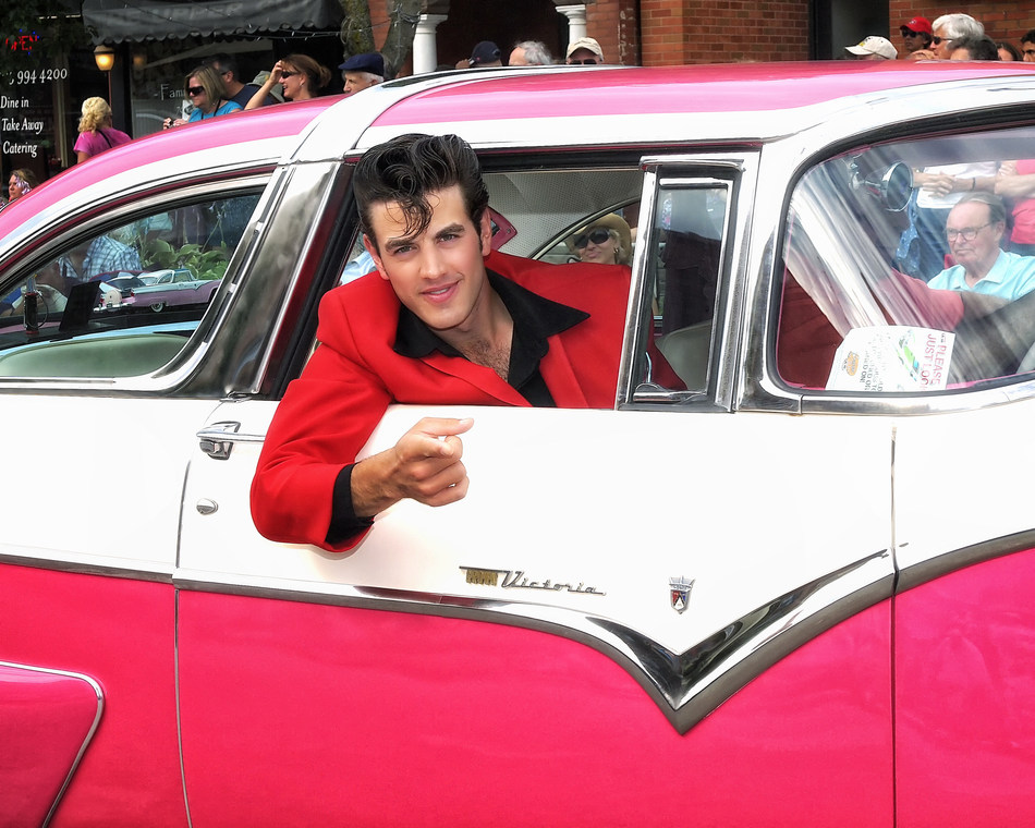 Collingwood Elvis Festival Tribute Artist & Classic Car Parade (CNW Group/Town of Collingwood)