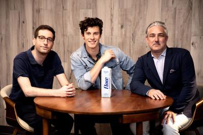 Shawn Mendes et l'impressario Andrew Gertler, investisseurs de Flow, en compagnie de Nicholas Reichenbach, chef de la direction et fondateur de Flow