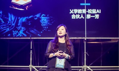 Liao Yifang delivers a speech
