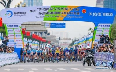 La décima octava edición de la carrera ciclista, conocida como Vuelta al Lago Qinghai (popularmente abreviada TDQL), inició el 13 de julio en la ciudad de Haidong en la provincia de Qinghai, en el noroeste de China, con un total de 154 ciclistas en 22 equipos chinos y extranjeros, preparados para competir por la victoria y enfrentarse al tiempo, el calor y la altura. (PRNewsfoto/Xinhuanet)