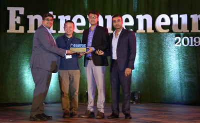 Varun Jain, CEO and Ravi Kumar, COO, udChalo receive the Entrepreneur India Award for the 'Travel Startup of the Year 2019'  L to R: Varun Jain, CEO, udChalo, Tin Hang Liu, Founder and CEO Open Motors, Ravi Kumar, COO, udChalo and Cricketer, Amit Mishra (PRNewsfoto/udChalo)