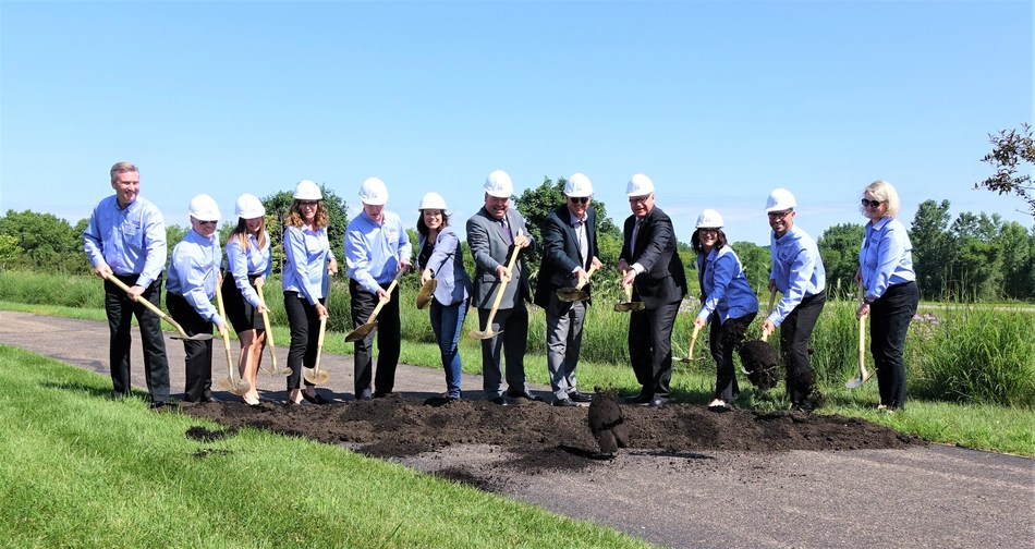 Left to Right: Jim Gelina, VP RDI, Renewal by Andersen (RbA); Troy Barrow, VP of CORO, Marketing, RbA; Kelly Aronson, VP IT, RbA; Jeanne Junker, VP of ARO, RbA; Paul Delahunt, President, RbA; Angie Craig, U.S Representative – MN 2nd District; Myron Bailey, Mayor of Cottage Grove; Jay Lund, Chairman and CEO of Andersen Corp., Minnesota Gov. Tim Walz; Missy Smutny, Dir. Of HR, RbA, Brandon Gess, Plant Manager, RbA Cottage Grove; Mary Ellen Vietor, Dir. of Finance, RbA