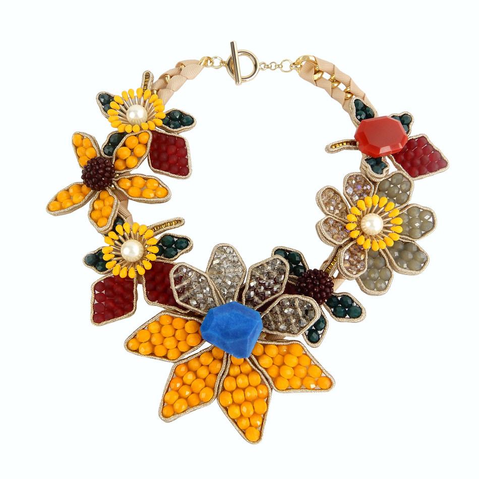 An eye-catching flower necklace by Beads U Workshop Co Ltd (2H12)