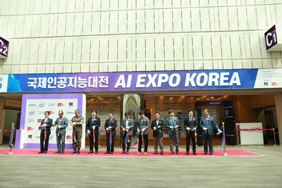 Second from right: Qianze Managing Director Blake Yeung at the opening ceremony
