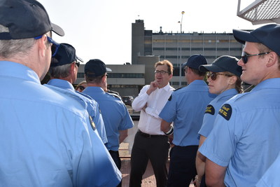 Minister Wilkinson meets the Captain and crew of the CCGS Limnos, the Canadian Coast Guard Ship dedicated to Great Lakes science at its home port in Burlington, Ontario. (CNW Group/Fisheries and Oceans Central & Arctic Region)