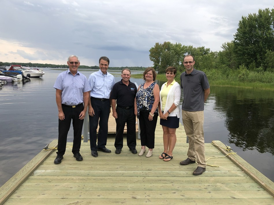 Member of Parliament for Nipissing-Timiskaming, Anthony Rota, second from left in photo, was joined by Nipissing Township Mayor Tom Piper, third from left, and other council members to discuss the Small Craft Harbour at Wade's Landing. (CNW Group/Fisheries and Oceans Central & Arctic Region)