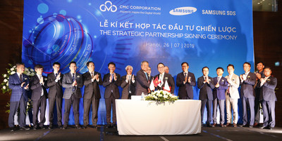 Signing Ceremony with the witness of Mr. Tam, Vice Minister of Information & Communication of Vietnam, CxOs of 2 companies