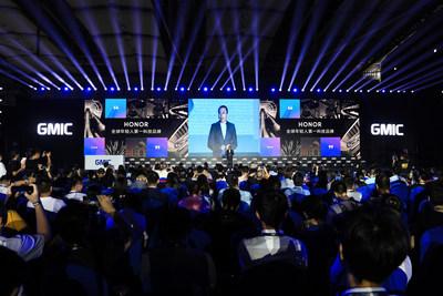 Sr. George Zhao apresentando seu discurso principal na GMIC 2019 (PRNewsfoto/Honor)