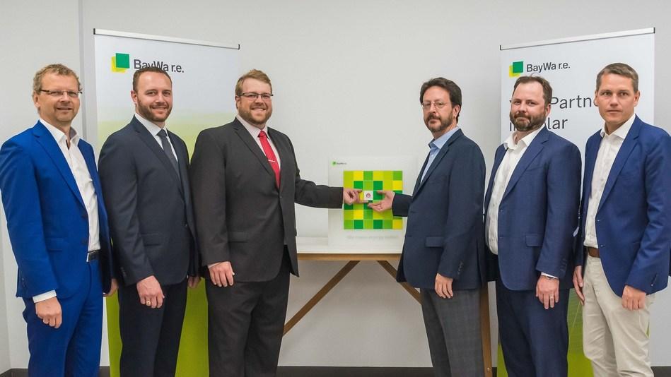 BayWa r.e. and National Solar Distribution Executives (L to R: Günter Haug, Réal Bouchard, Matt Lisac, Boaz Soifer, Matthew Lannigan, Frank Jessel)