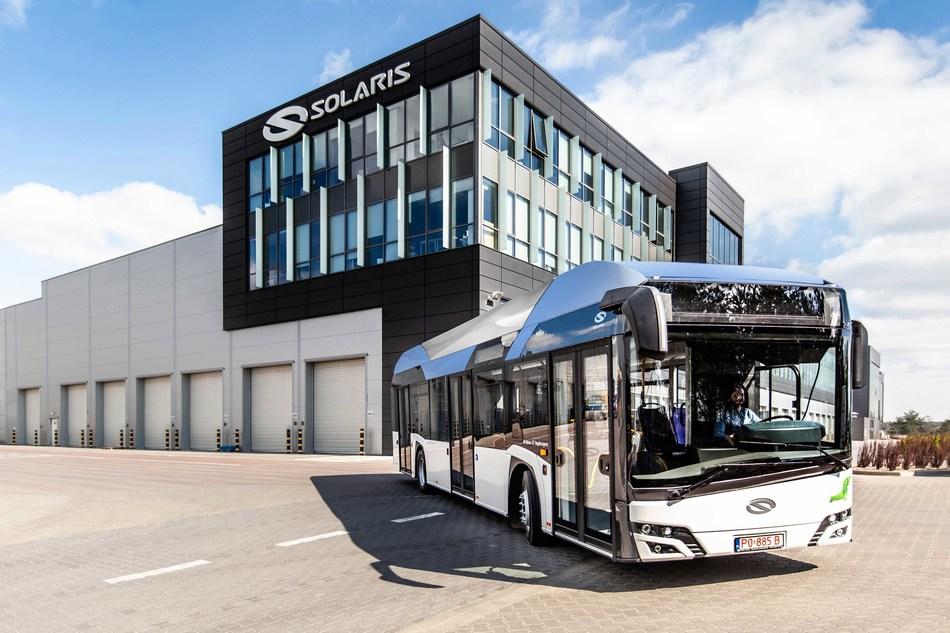 The Solaris 'Urbino 12 hydrogen' Fuel Cell Electric Bus (CNW Group/Ballard Power Systems Inc.)