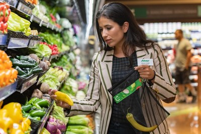 Vittoria Viralli, Vice President, Sustainability, drives Sobeys national commitment to removing plastic grocery bags from all Sobeys grocery stores by January, 2020. (CNW Group/Sobeys Inc.)