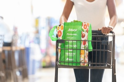 Focusing on reusable alternatives, Sobeys will take 225 million plastic grocery bags out of circulation at Sobeys' 255 locations across Canada each year. (CNW Group/Sobeys Inc.)