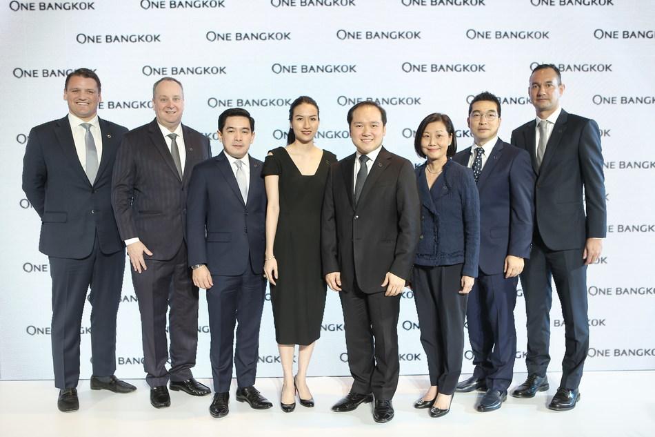 From left to right; Mr. David Tibbott, Senior Vice President, Asset Development - Retail Mr. Anthony Arundell, Director, Sustainability, Smart City and Estate Management Mr. Urasate Navanugraha, Asset Development Director, One Bangkok M.L. Trinuch Sirivadhanabhakdi Mr. Panote Sirivadhanabhakdi, Group CEO, Frasers Property Limited Ms. Su Lin Soon, CEO - Development, One Bangkok Mr. Russell Kim, Project Director - Design Mr. Dan Tantisunthorn, Senior Vice President, Asset Development - Commercial
